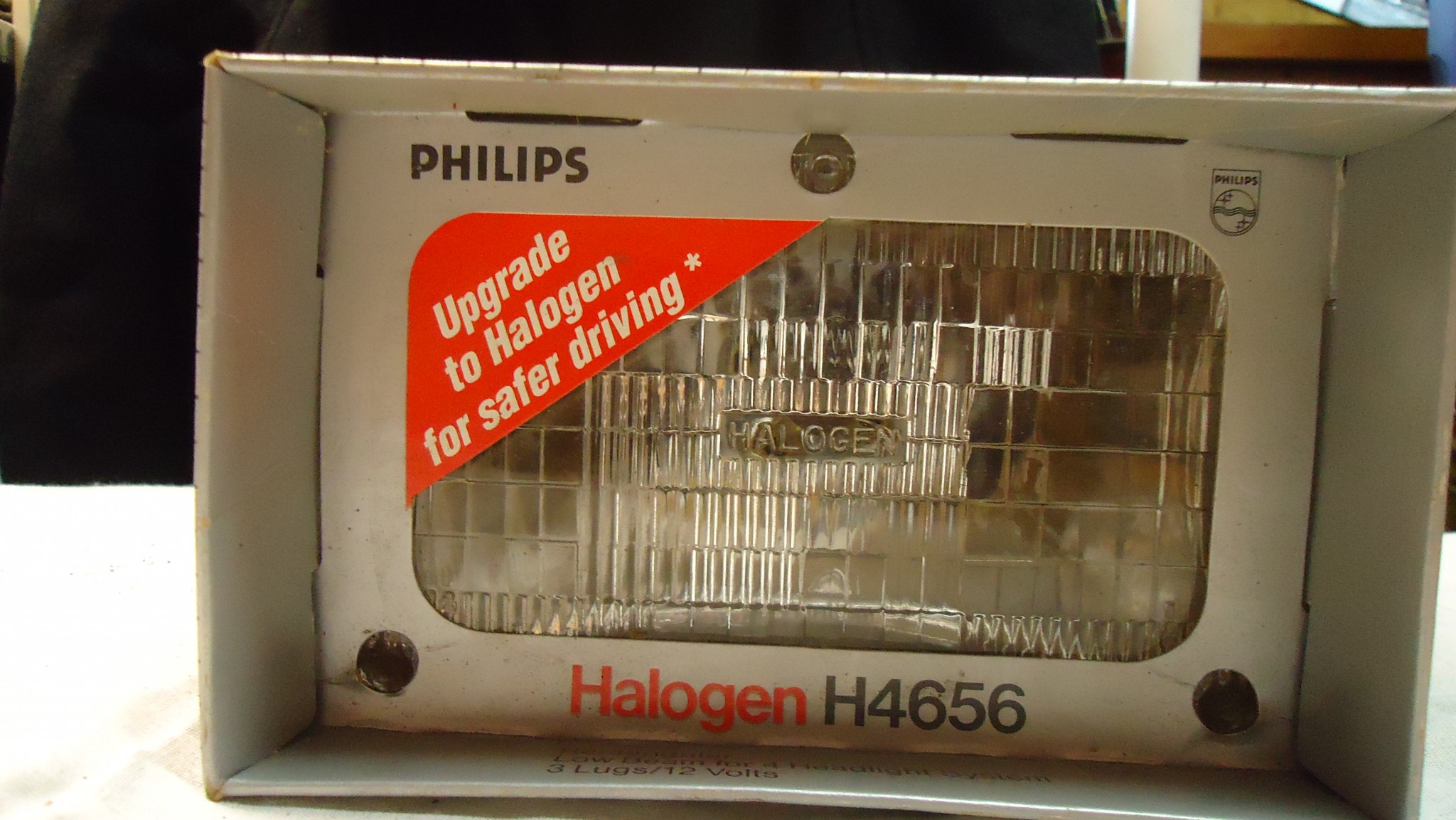 PHILIPS Halogen Sealed Low Beam Headlamp Replacement Bulb H4656