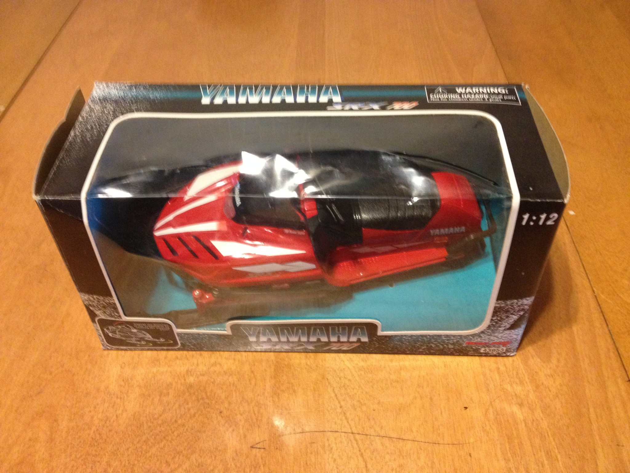 New-Ray Toys Yamaha SRX700 Model Snow Mobile 1:12 Scale Model - 43953
