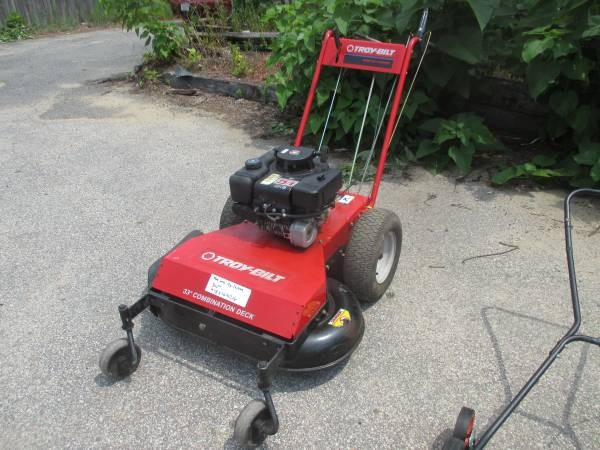 TROY BUILT WIDE CUT MOWER 8HP BRIGGS 33 IN CUT